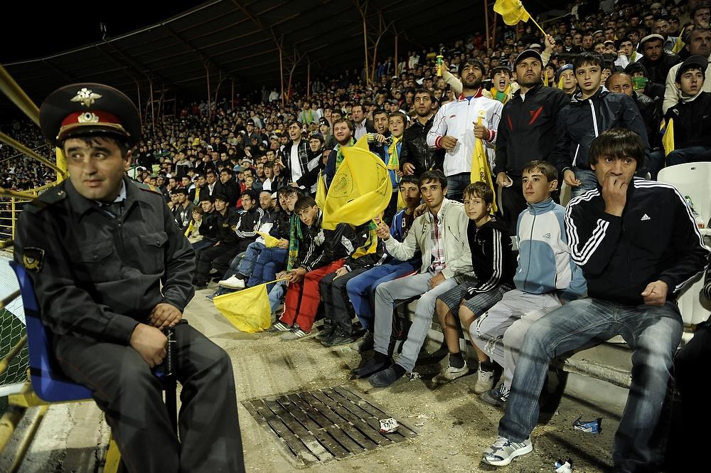 supporters Anzji politie stadion