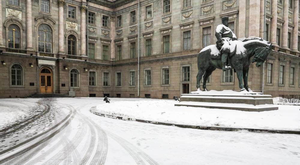 tsaar Alexander III standbeeld Russisch Museum Marmerpaeis