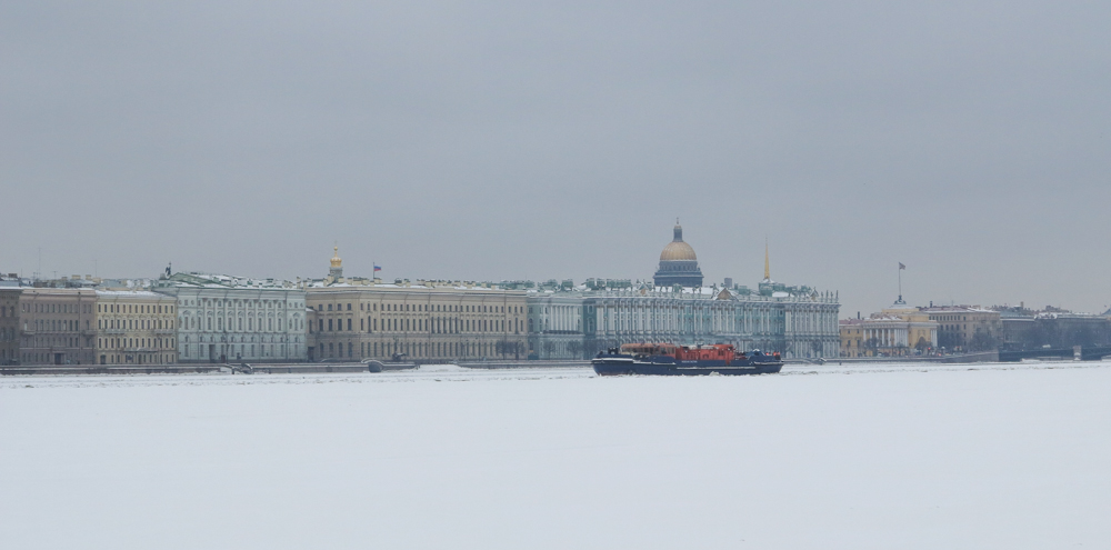 bot vaargeul ijs Neva winter Winterpaeis Hermitage