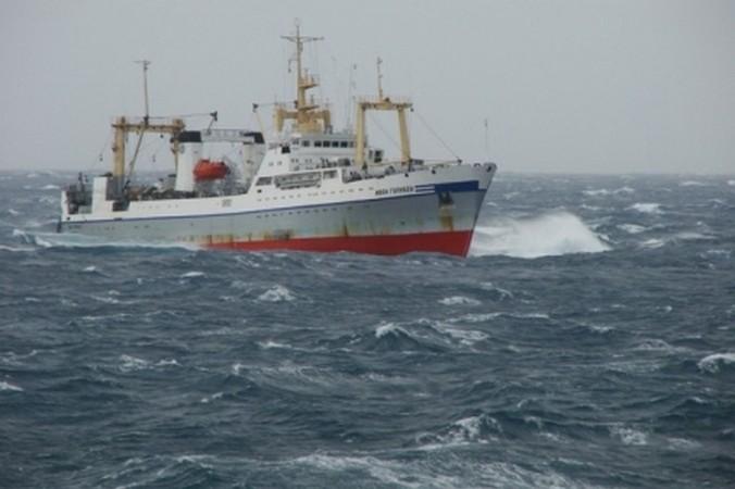 scheepsramp Zee van Ochotsk trawler Russische visvangst