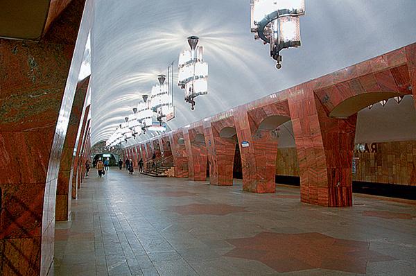 kroonluchters metrostation Marksistskaja