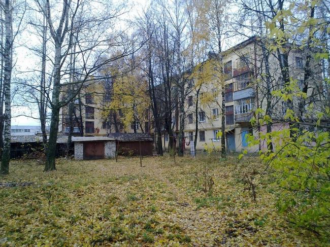 binnenplaats herfst Danilov Russische schrijver