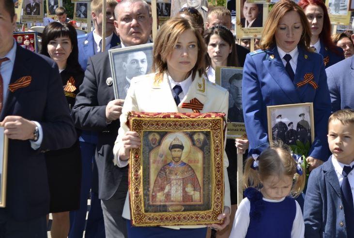 Poklonskaja loopt mee in het zogeheten Onsterfelijke Regiment