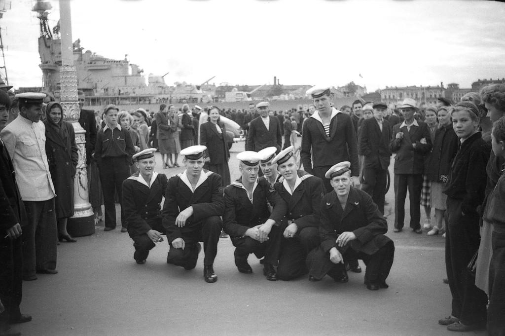 Nederlandse mariniers in Leningrad. (Zie het commentaar onder dit stukje.)