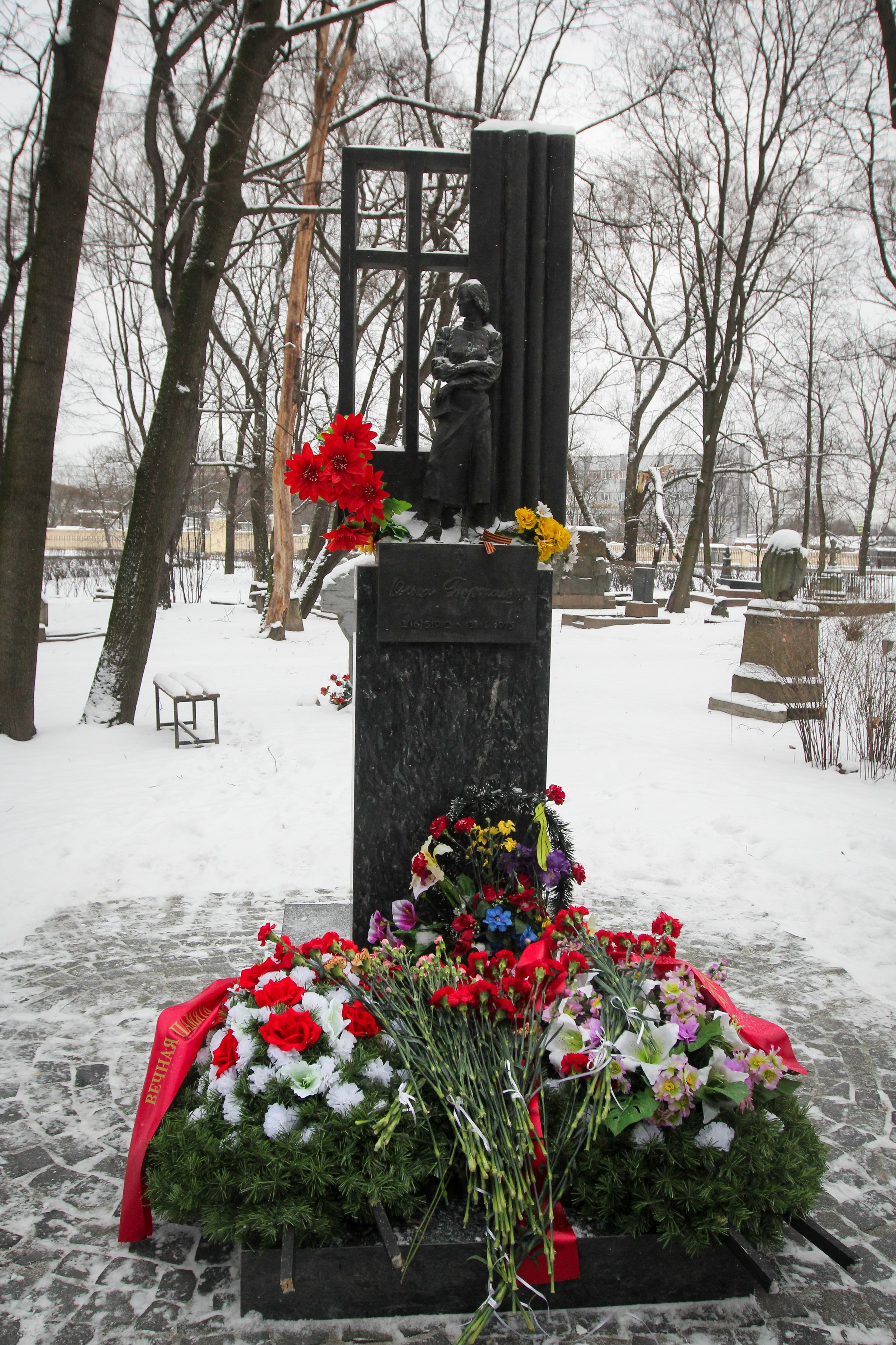 Berggolts' graf op de Volkovo begraafplaats in Sint-Petersburg