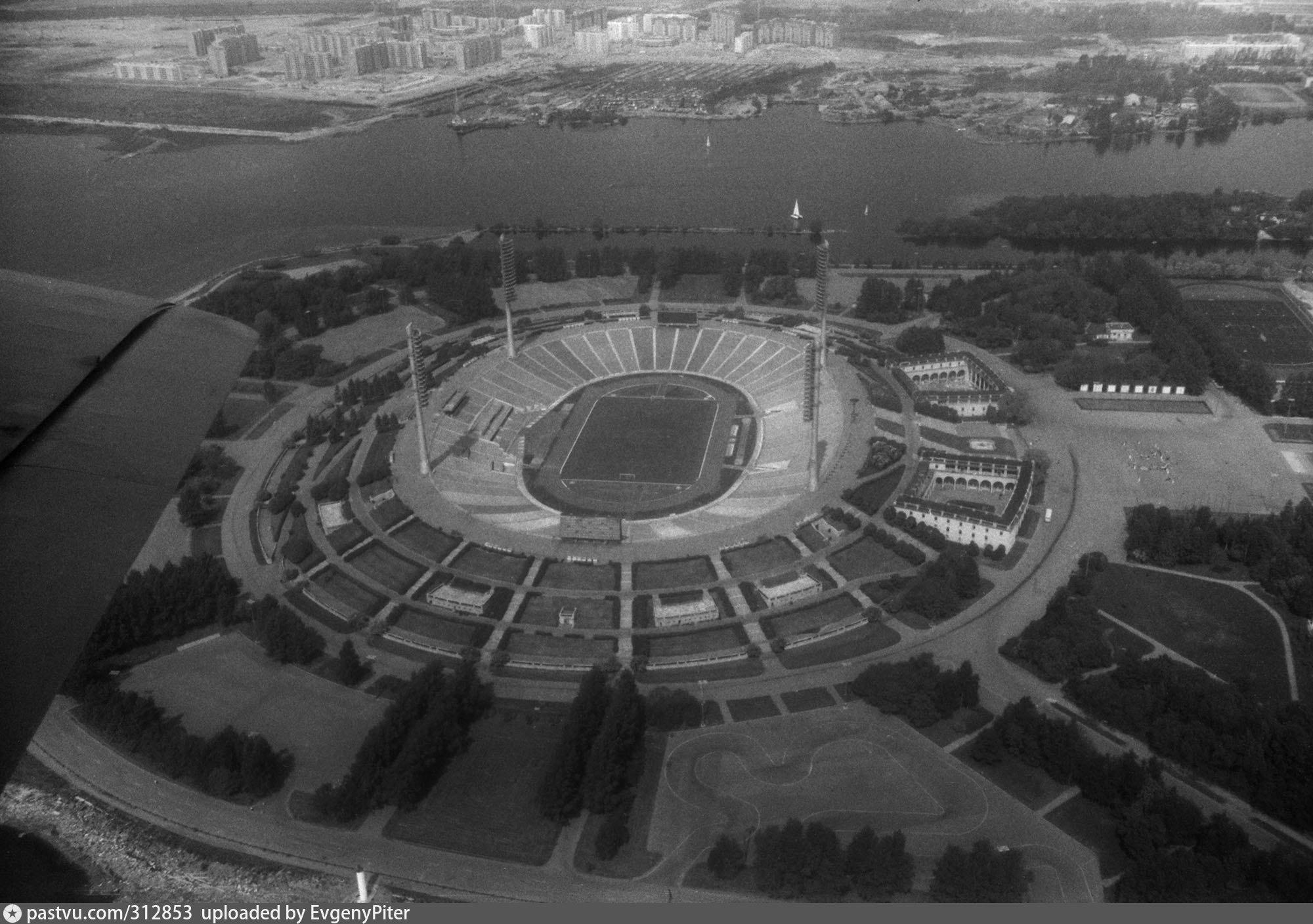 Het oude, betreurde Kirov stadion