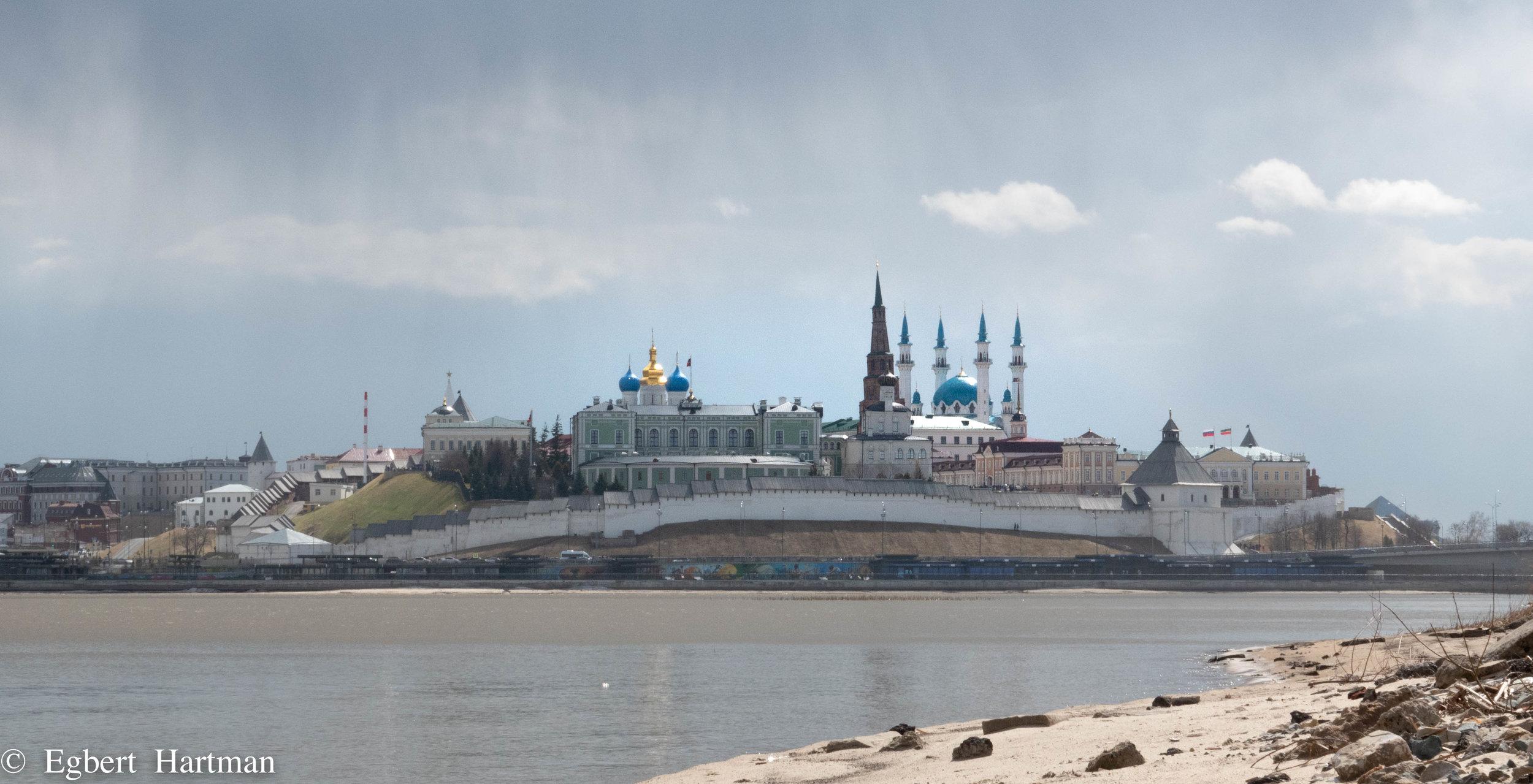 Het Kremlin van Kazan met de Qol Sharif moskee.