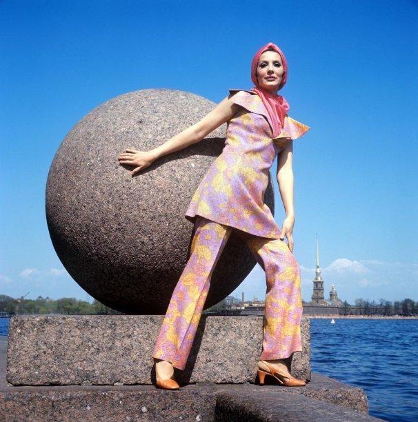 Fashion demonstration by the Leningrad Model House. USSR 1950-1975.