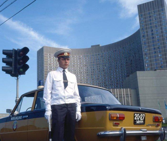 (Hier heeft Soviet Visuals even niet goed opgelet, want deze foto is genomen in Moskou.