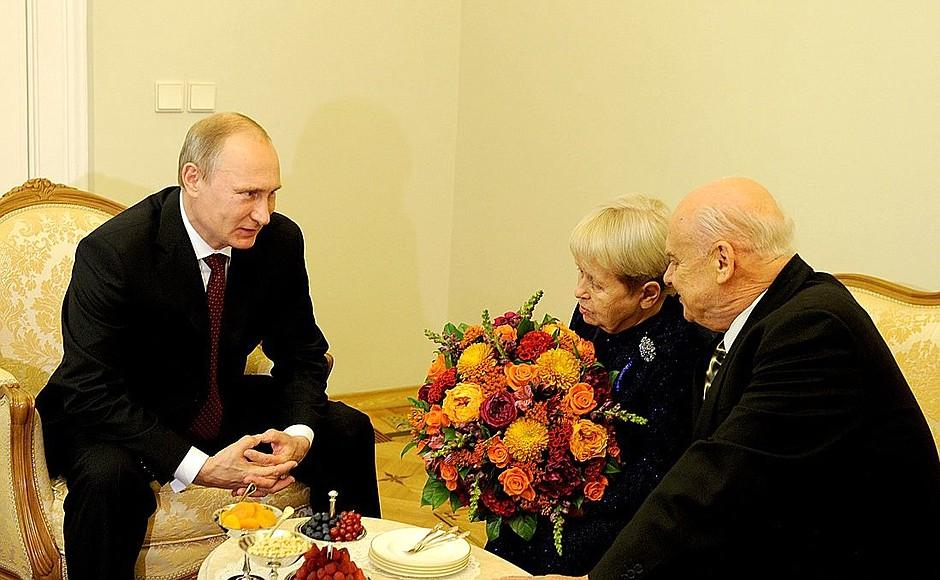 President Poetin ontvangt componist Pachmoetova en tekstdichter Dobronravov