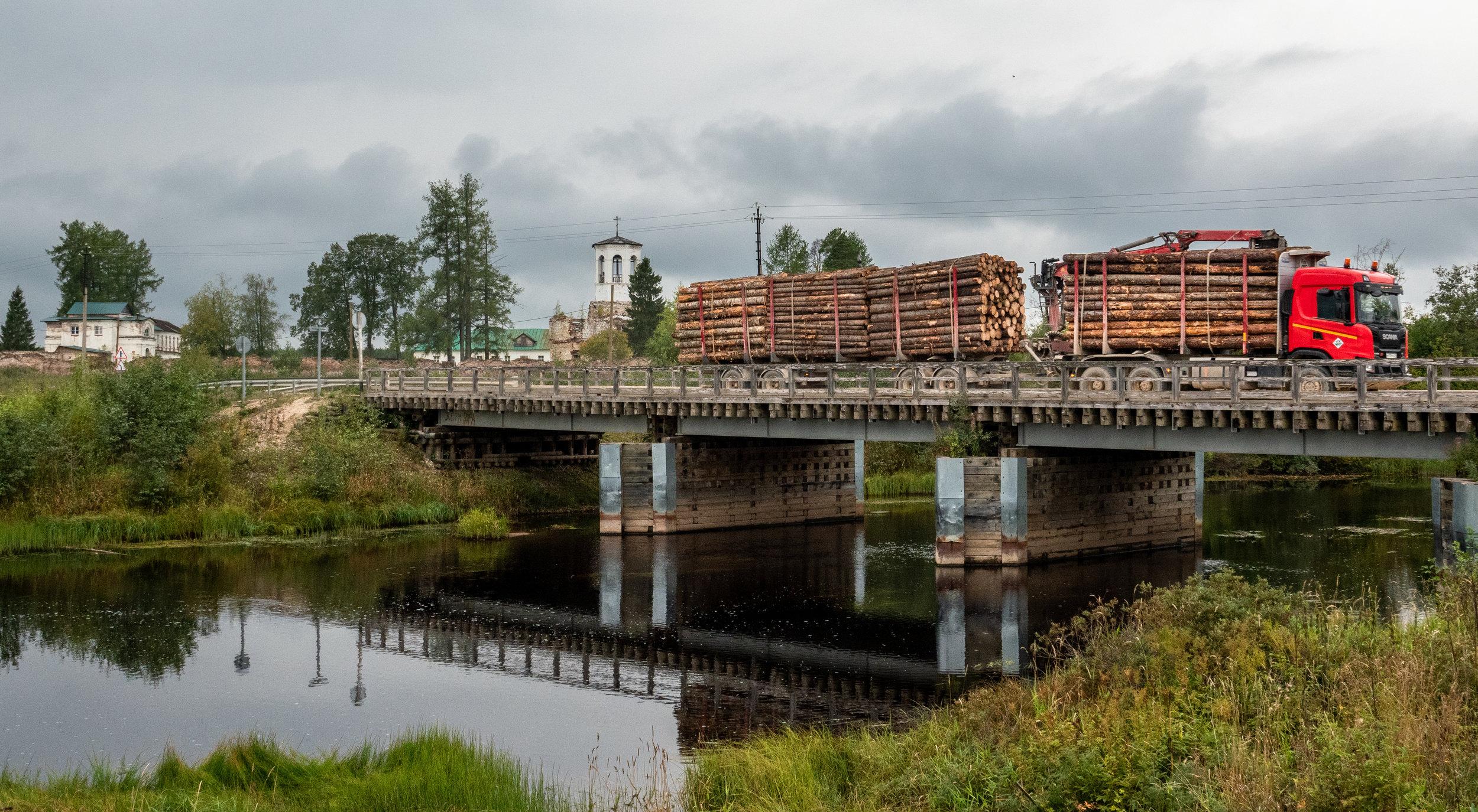 Een paar dagen eerder, de brug over de Tsjerjoega bij Pogost,
