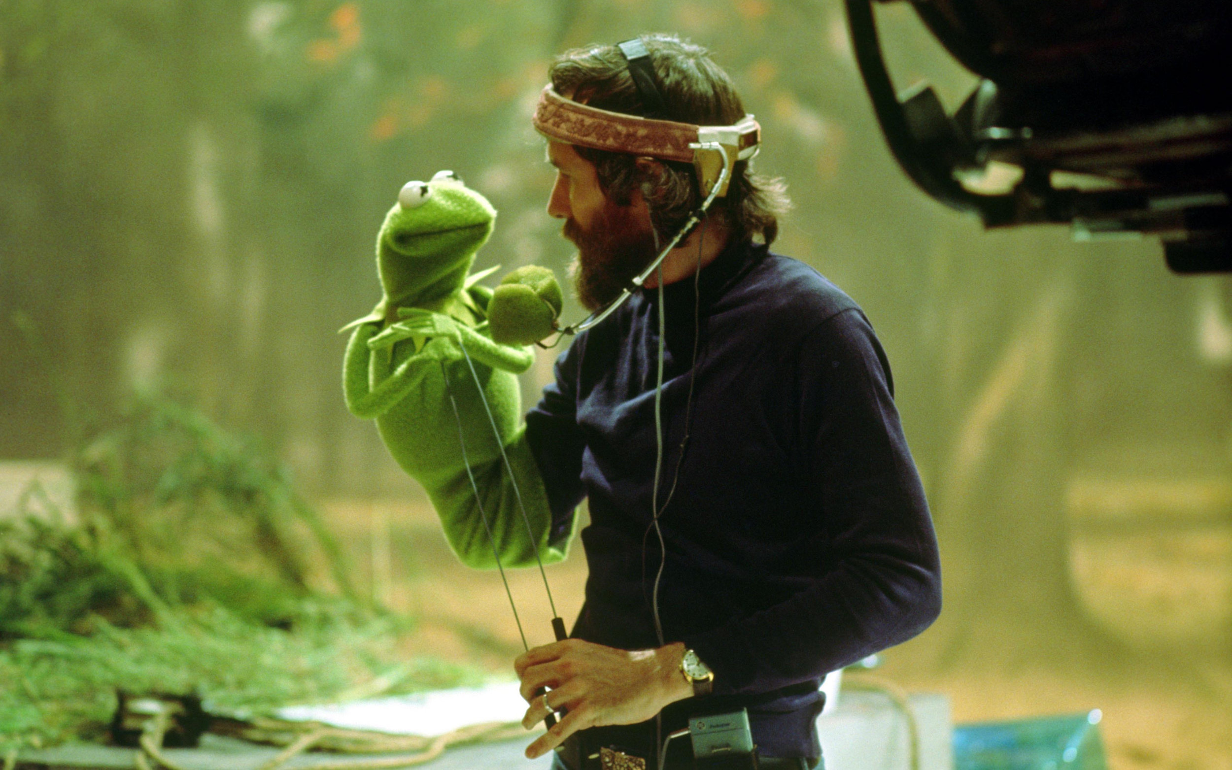 """A 1978 photo captures a candid moment between James Maury """"Jim"""" Henson and Kermit the Frog on the set of """"The Muppet Movie"""""""