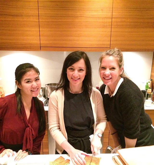 These girls! Crushing the Christmas 🎄 Kitchen! 😊 #designtodine #foodentertainment