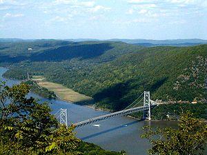 300px-Bear_Mtn_Bridge.jpg