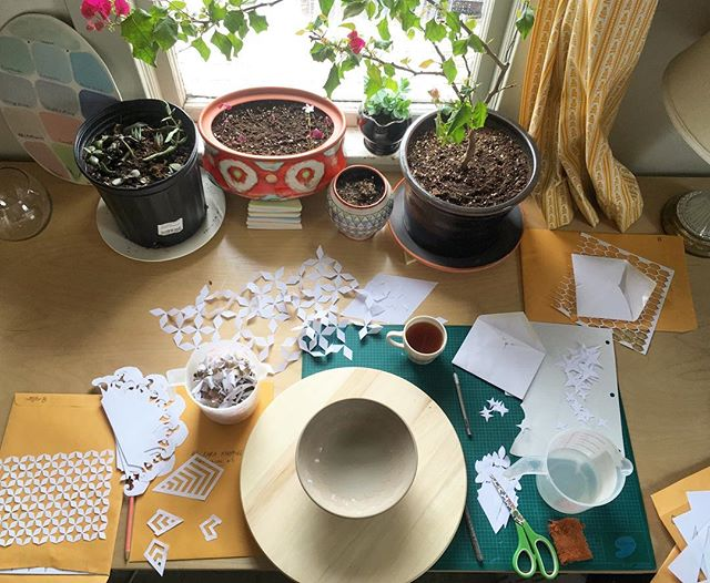 The chaos of decoration #messydeskmonday ✨🌱☀️