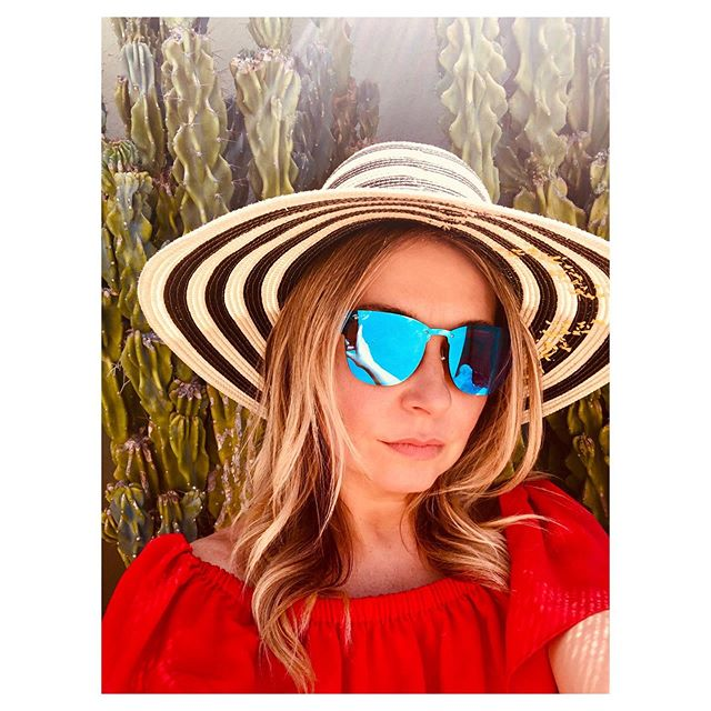 Hats are necessary for many reasons. 1) sun protection in the desert ☀️🌵 2) eliminate the need to use dry shampoo 3) make your outfit look more chic 4) most importantly to cover up some serious roots!!! @andrea_peterman_ my hair needs HELP on Thursday!!! 💫