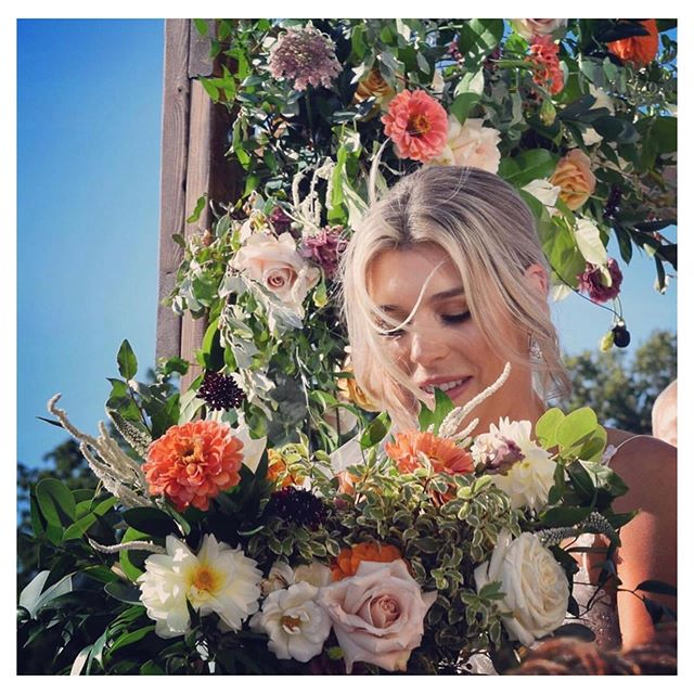 Congrats to my beautiful client Devon who tied the knot last weekend! 🎨by me 💐💐 by @bellwoodblooms  #blondehair  #torontohairstylist  #torontocolorist  #highlights #flowerpower #blondebabe #makemeblonde #weddingseason