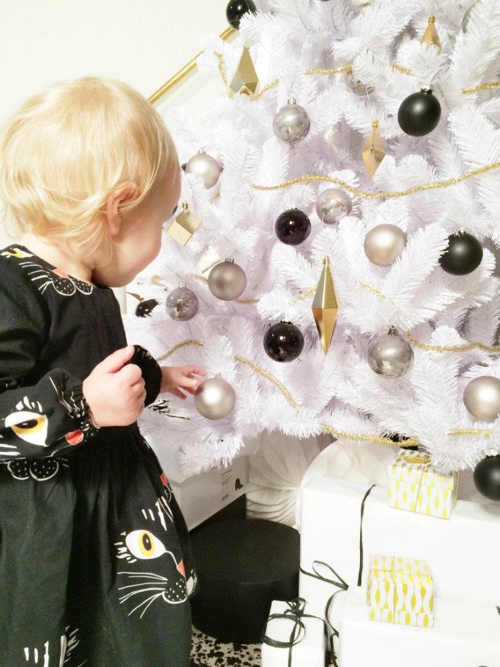 Dress Mini Rodini (  www.pearlsandswines.com  ) | Popushop tights (  www.goldfish.be  ) |Black Sonatina Booties (  www.kidsandcouture.com  )