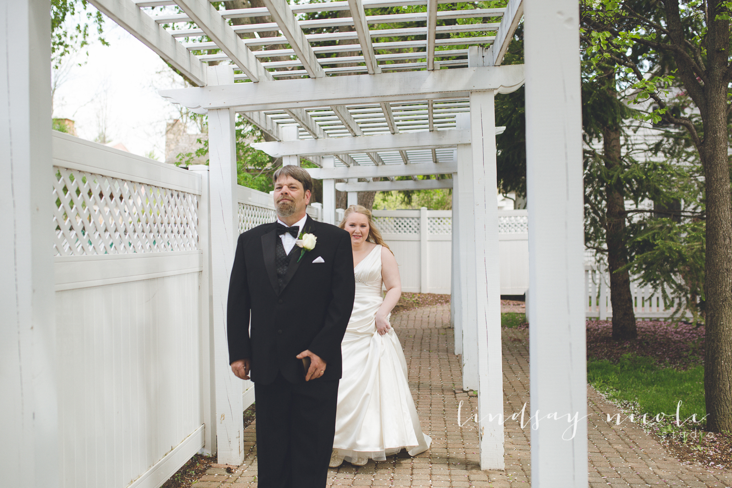 Bethanny not only wanted a first look with Gary, but she wanted to have a first look with her dad.
