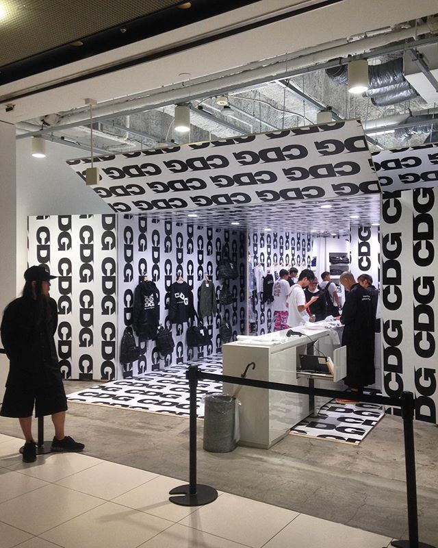@commedesgarcons - go big or go home! ... Or... line up and wait a long time to get in. 🙃 . #commedesgarcons #gyrebuilding #harajuku #shibuya #tokyo #japan #design #fashiondesign #interiordesign #interiorarchitecture #retaildesign #retail