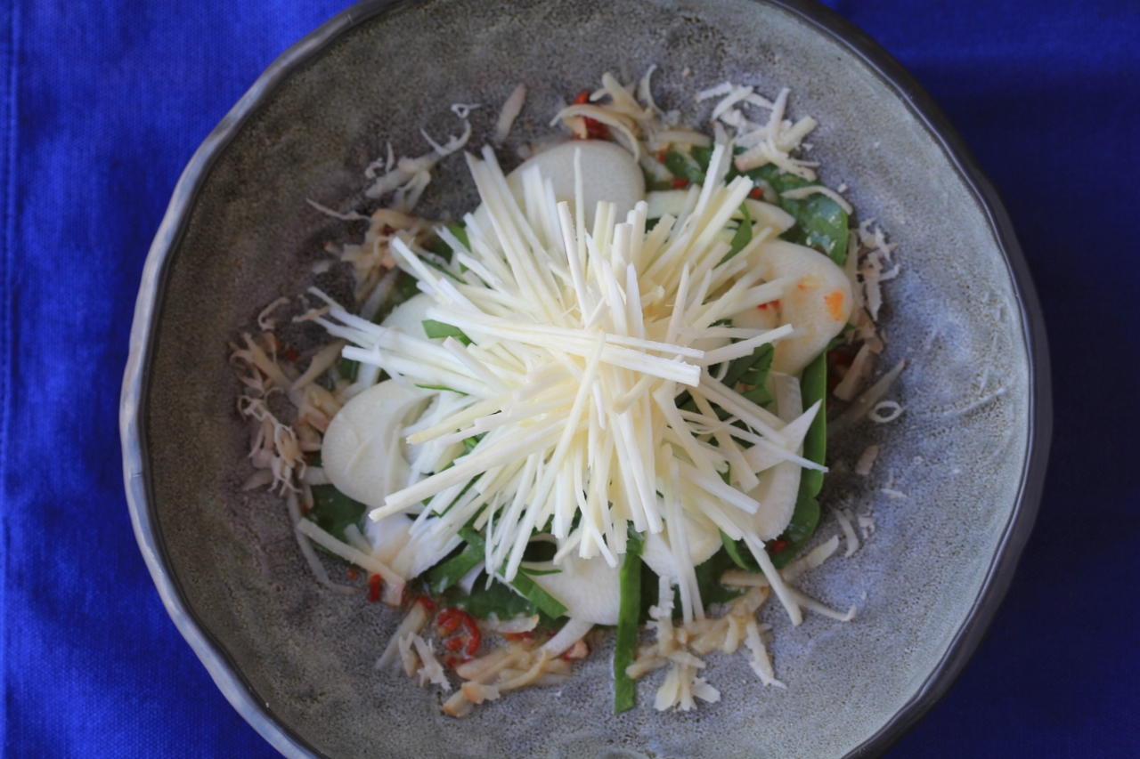Pure hearts of palm salad, with grated ivi nut and chilli hoisin dressing