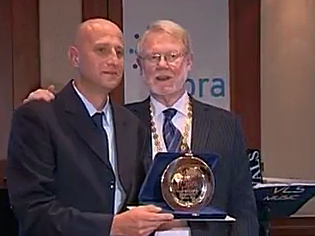 IPRA President Richard Linning hands out the Golden World Award to PR Point at the GWA Gala in Istanbul