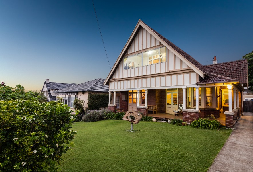 Images of listings at dusk can help like this one in Mosman.