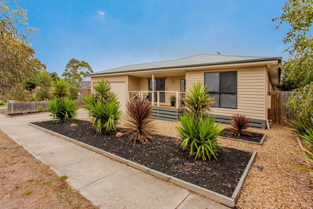 13 Spencer Road, Ballan, VIC.