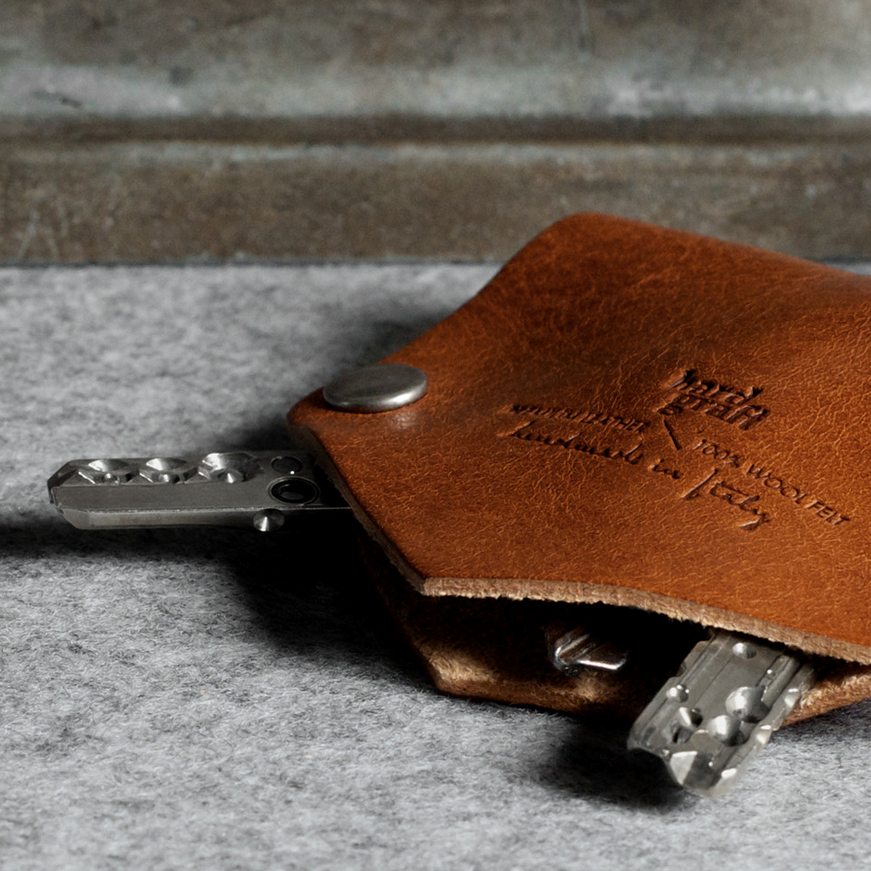 Hard Graft Key Fold  A neat remedy to keys making holes in your pockets and scratching your phone. Crafted from vegetable-tanned Tuscan leather.  £22