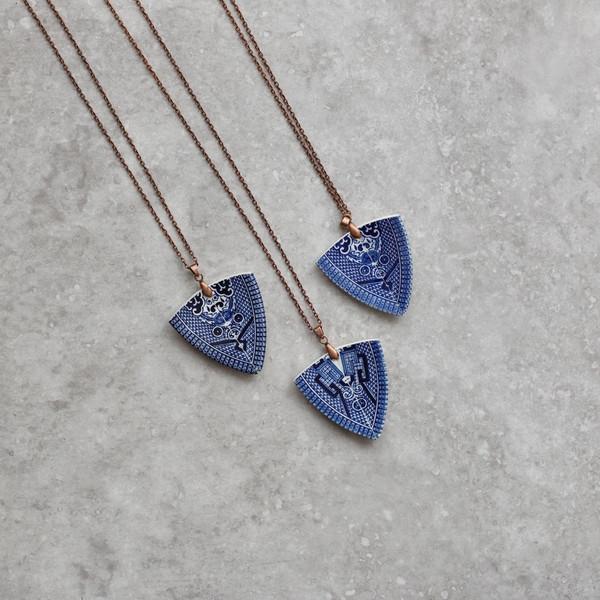 stay-gold-mary-rose-spearhead-pendant-blue-british-made-jewellery-2_grande.jpg