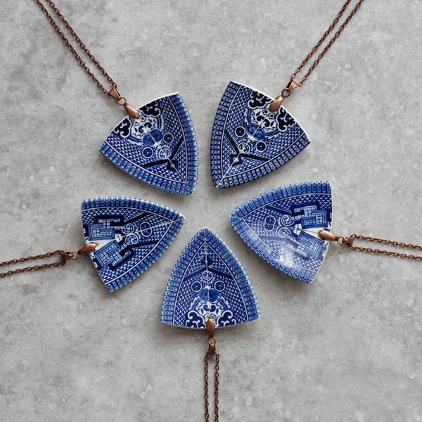 stay-gold-mary-rose-spearhead-pendant-blue-british-made-jewellery-4_grande.jpg