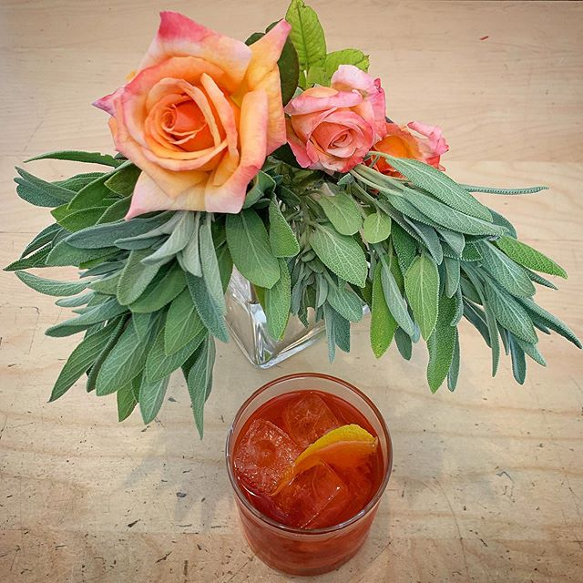 When your drink matches the roses... 🌹 Caffé Molise's beautiful antique bar is a great place to lounge, wait for your date, or have a full meal! Check out our craft cocktail list, or go for a classic. ✨21 and over.✨