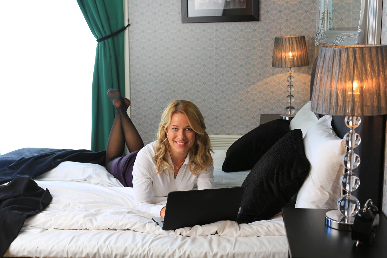 Etter endt arbeidsøkt ute i møter,er det kanskje saker som skal oppdateres og mailer som skal skrives - da er det godt å gjøre disse siste arbeidsoppgavene i avslappede omgivelser på hotellrommet.