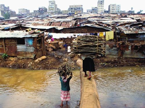 "Women ""fuel donkeys"" in Kenya slum.  Photo courtesy of :  globalcitizens.pbworks.com"
