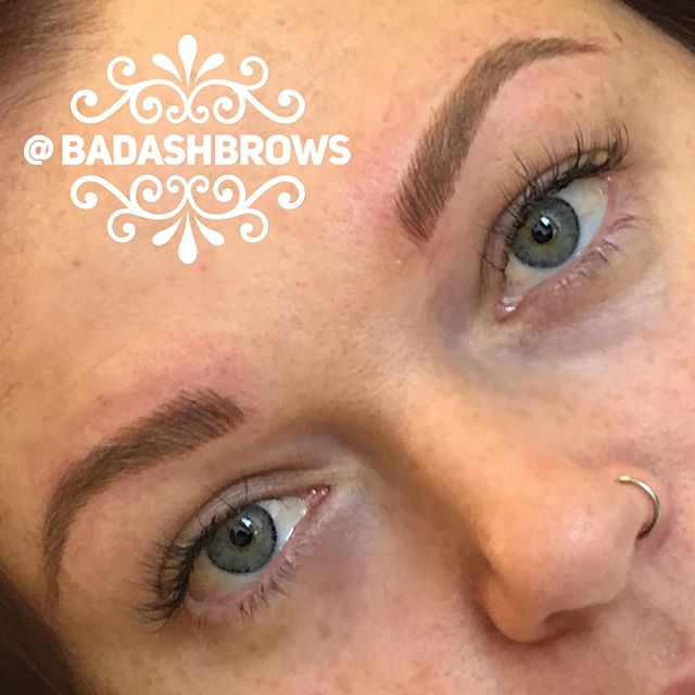 It's always a pleasure to work with this woman. This yearly refresher was much needed as the previous pigment I had used (before falling in love with @tinadaviesprofessional ) had faded significantly.  #ifshetrustsmesoshouldyou 😝 #gorgeousmama #badashbrows  #microblading #bladeandshade