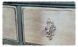 Chatuea Chic Chalk Paint Dresser
