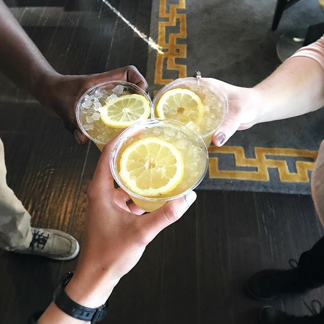 Cheers to new friends and delicious drinks! (Fresh lemon juice, honey syrup from local farmer, water, Jameson Irish whiskey, liquid nitrogen) Yuuuum! @juciroots @johnnyclayworks @wastingthyme @eloiseceramics @the_solarsisters @rabbitlore  @renlongbeach @makecollectives