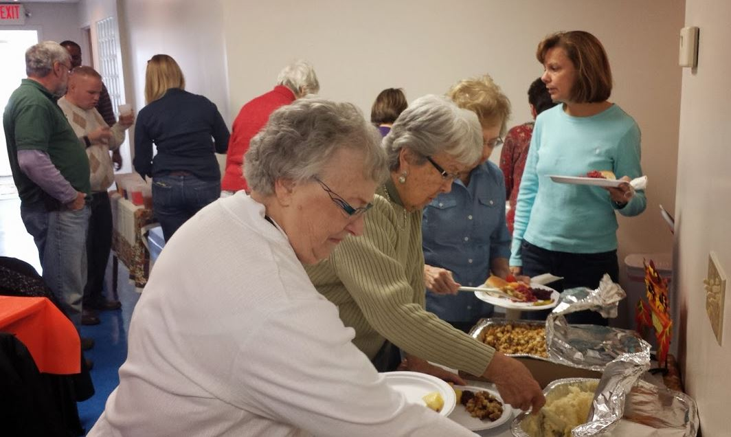 Last year's thanksgiving lunch with friends was a wonderful success! Let's get together and make new friends.