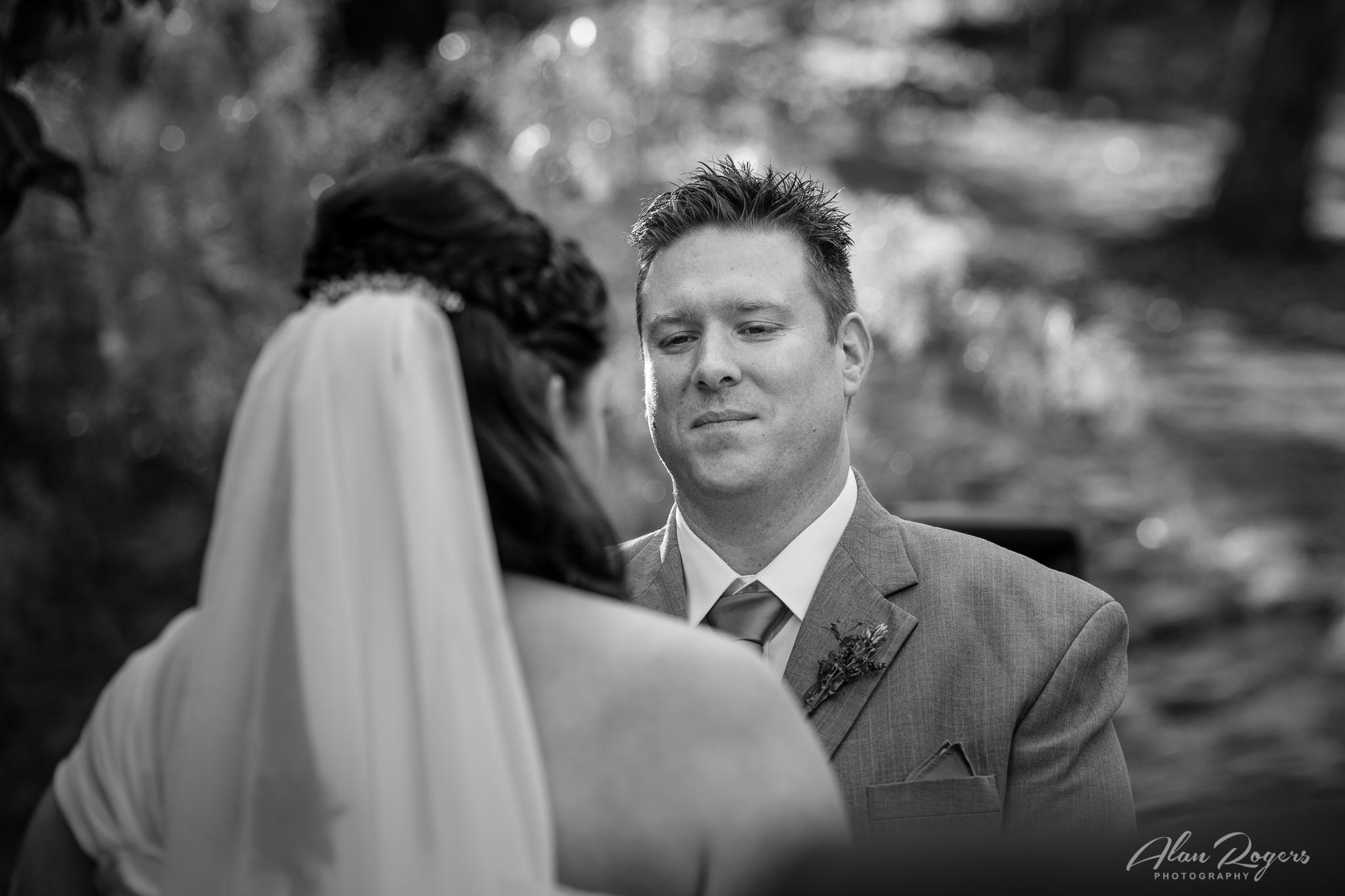 groom-looking-brides-eyes.jpg