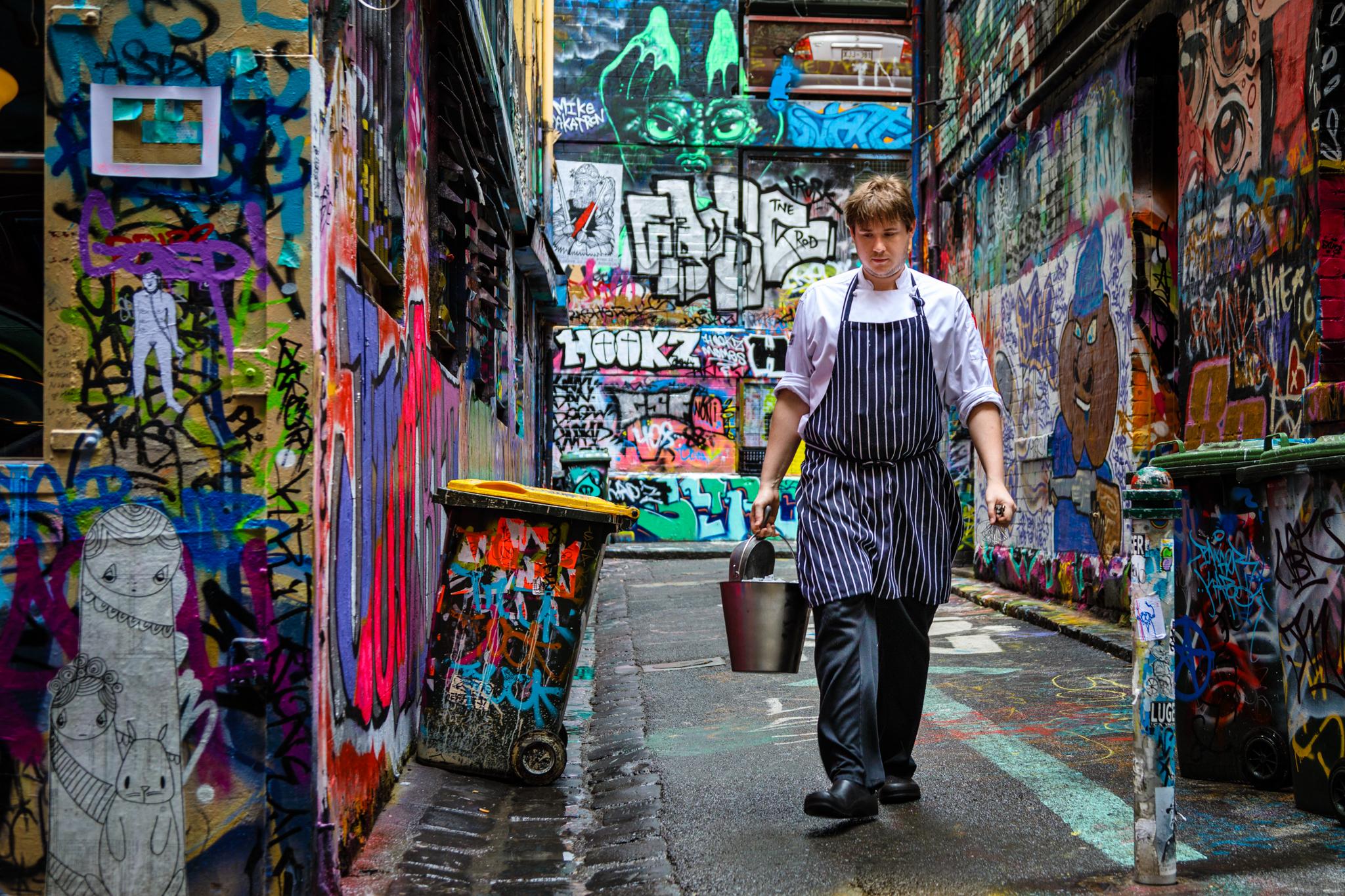 grafiti-alleyway-worker.jpg
