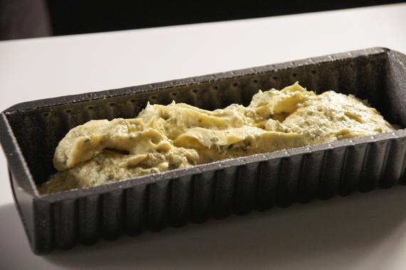 4. 以攝氏180度烤30分鐘。用竹籤或小刀戳戳看,沒有沾黏麵糊就可以囉!