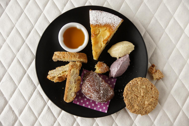 草莓果醬鈕扣餅乾   西班牙鹽花焦糖堅果   開心果磅蛋糕   糖漬橙皮巧克力   棉花糖   抹茶馬德蓮