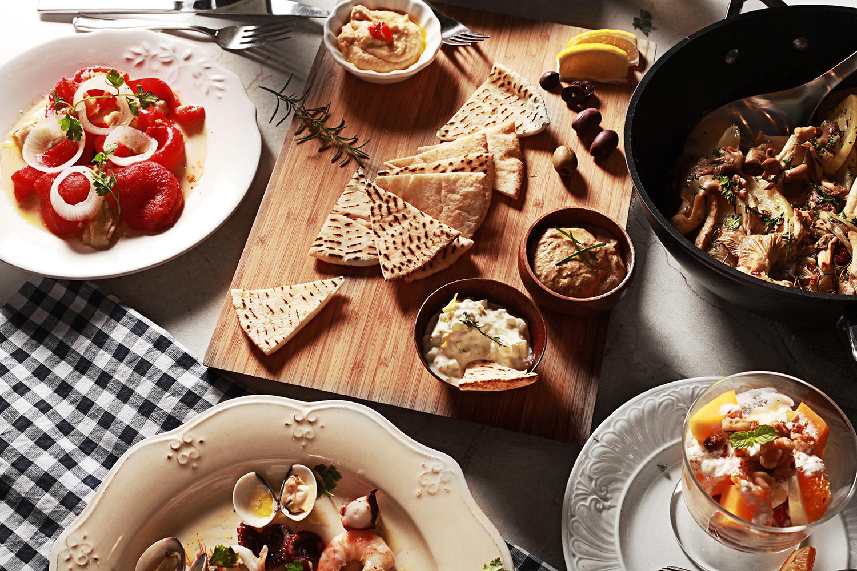 地中海醬汁三重奏   義大利海鮮沙拉   茄汁貓耳義大利麵   加泰隆尼亞烤蔬菜   西班牙風味烤馬鈴薯佐秀珍菇   自製希臘優格佐季節水果