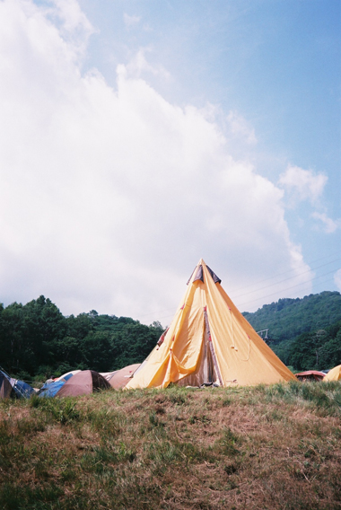 這次我看到各式各樣漂亮造型的帳篷,但通常都是圓的或方的,像這樣三角形的還真是第一次看到,真可愛