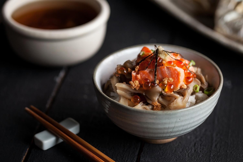 舞菇與鮭魚山葵泡飯