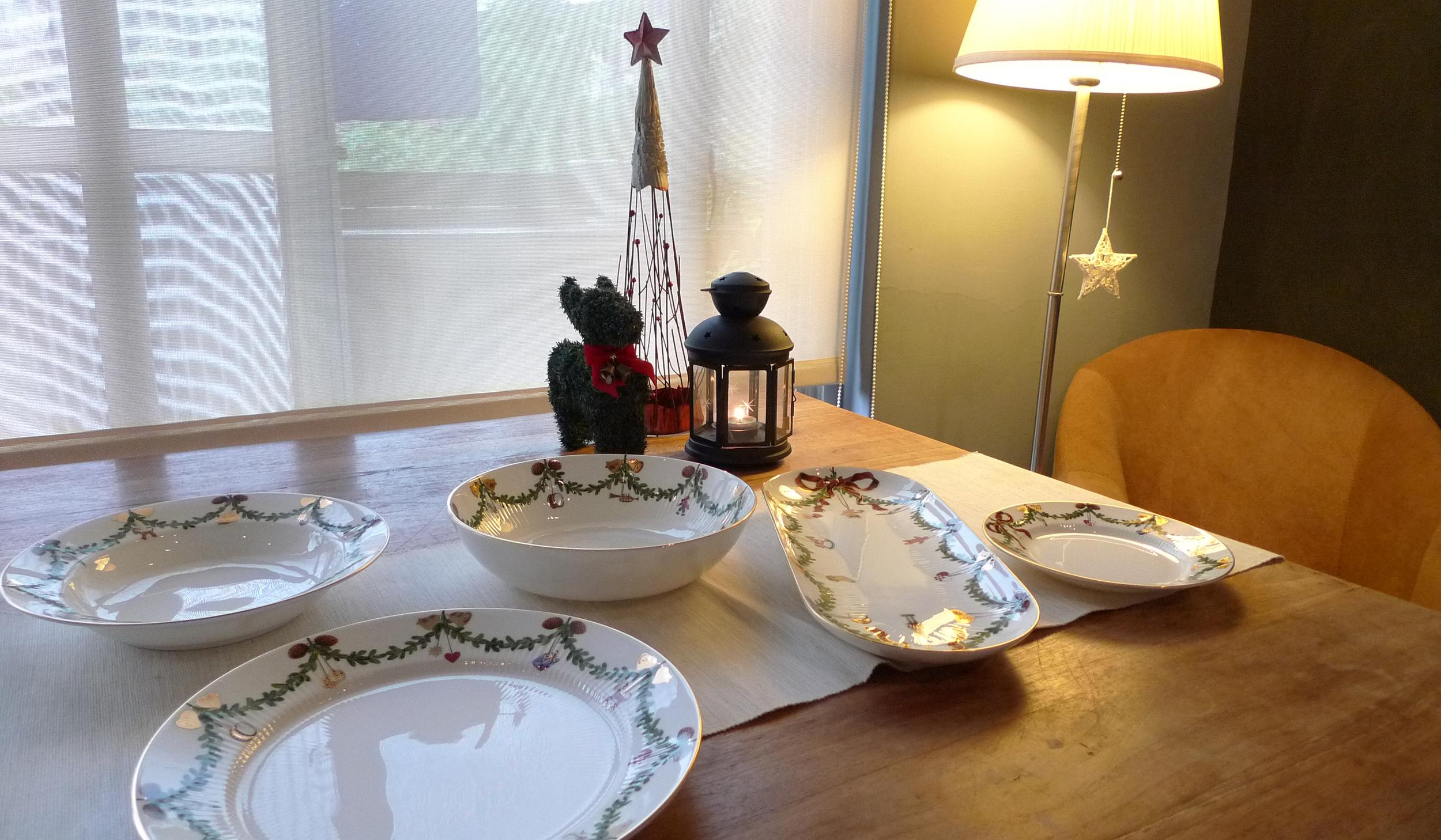 為了讓今晚更有聖誕佳節的氣氛,我們還特別選用哥本哈根聖誕餐瓷。