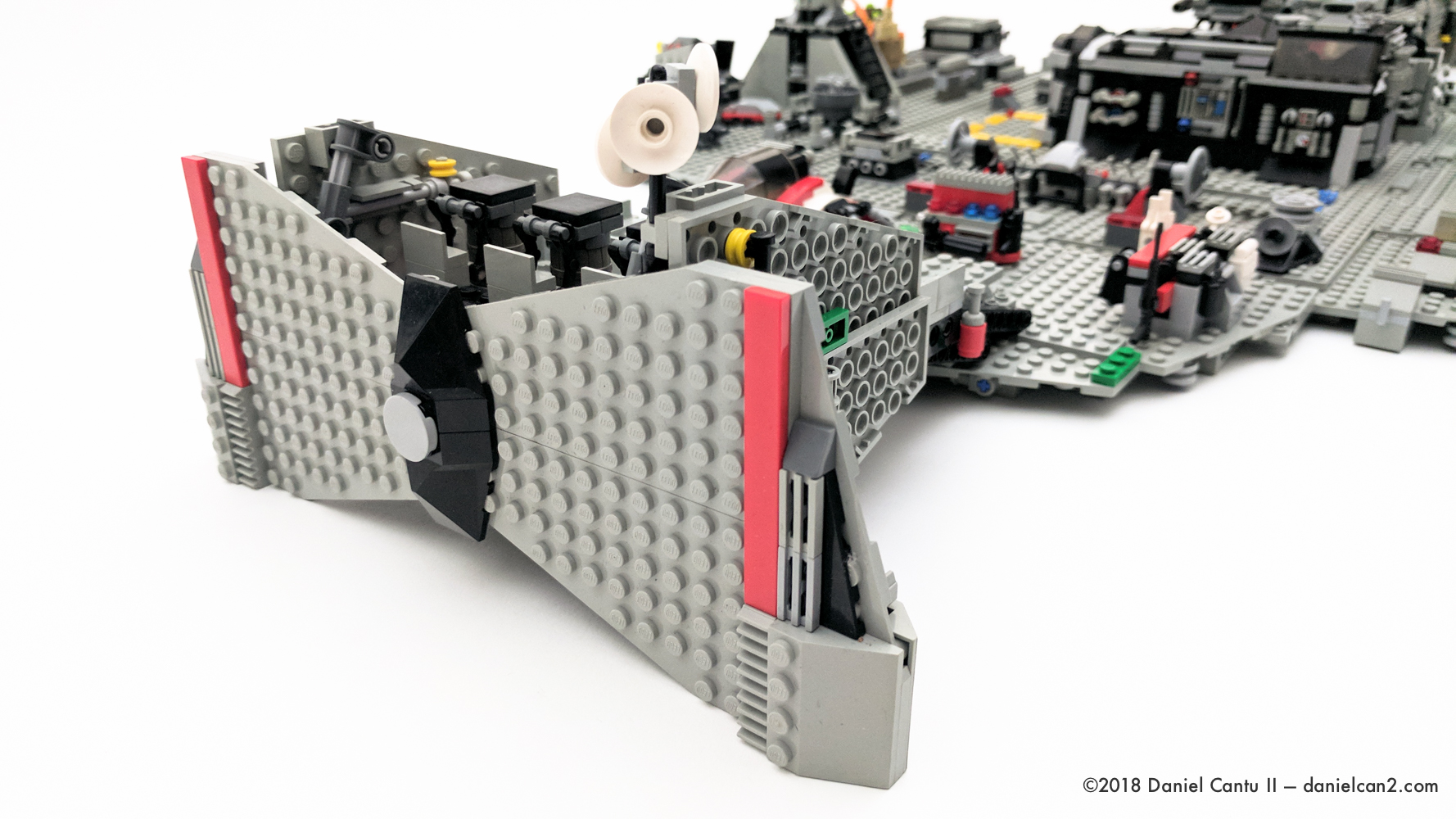 LEGO-Mobile-Fortress-5.jpg