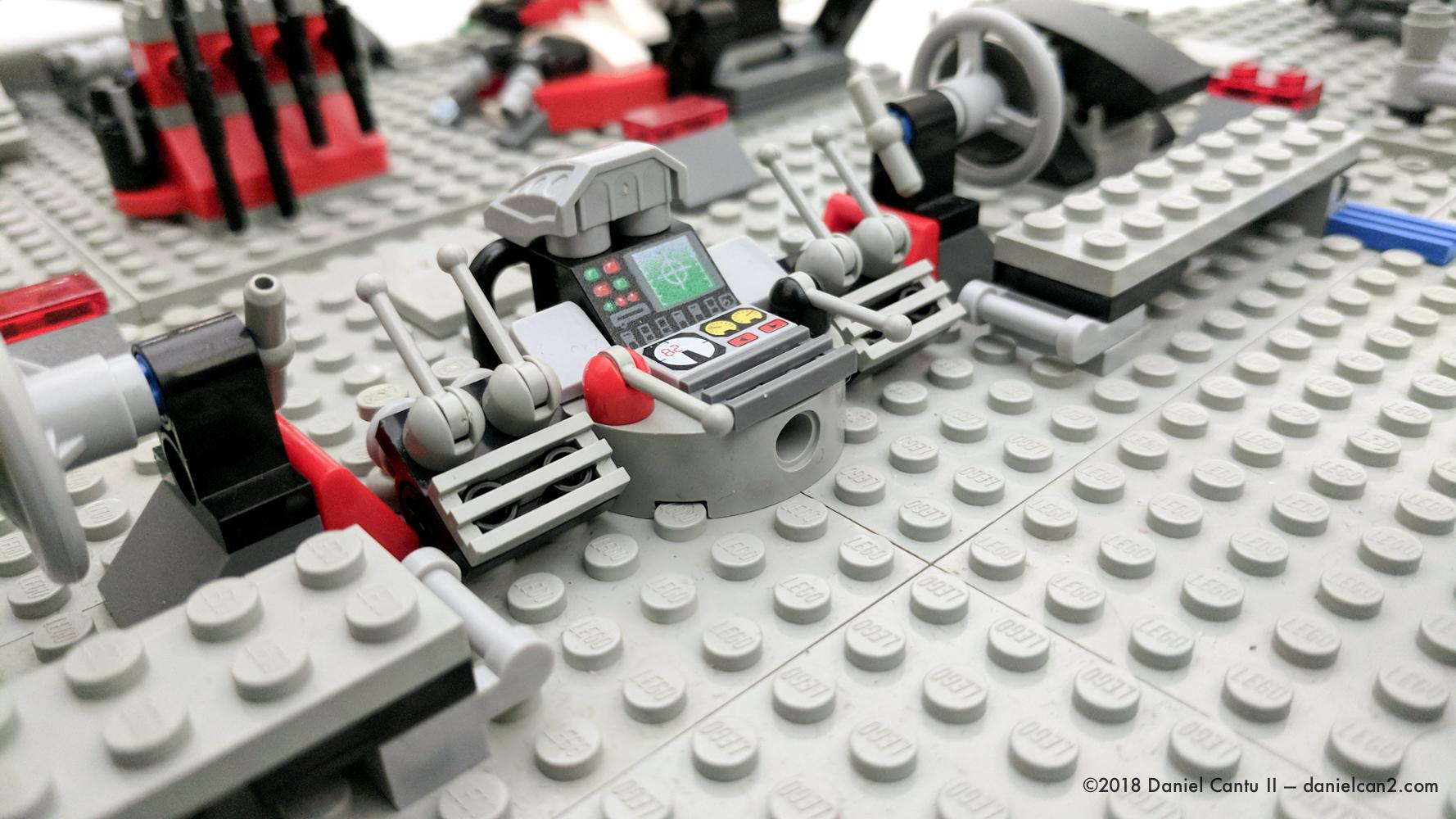 LEGO-Mobile-Fortress-12.jpg
