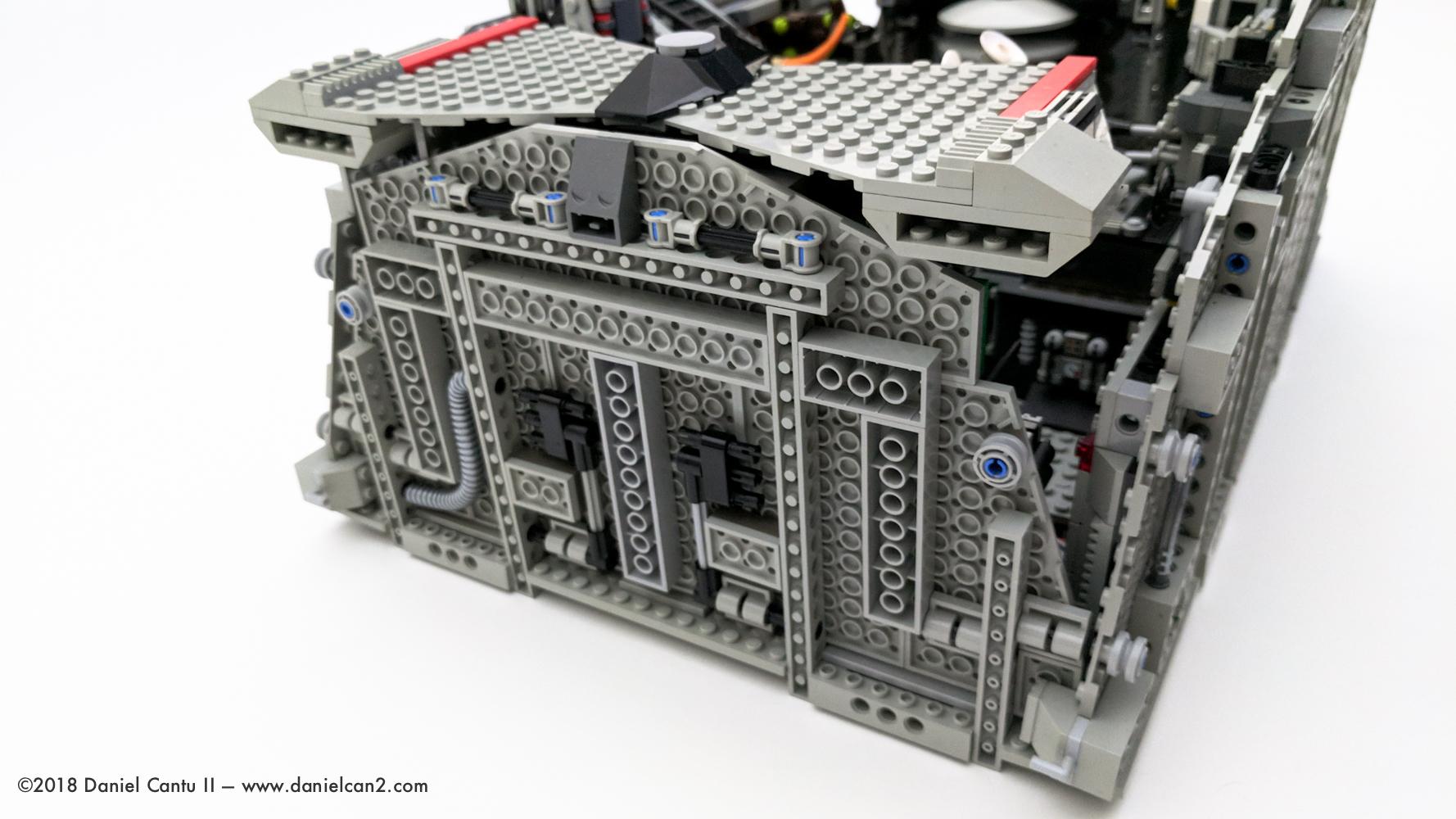 LEGO-Mobile-Fortress-66.jpg