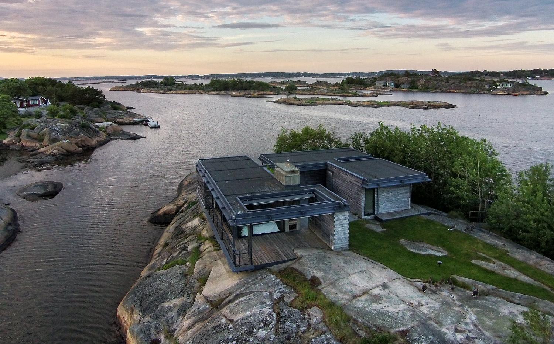 Også denne hytta er bygget av Hvaler Bygg og ligger ikke så langt unna hytta som er avbildet ovenfor.
